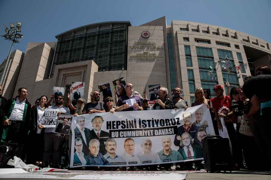 'Dışarıdaki Gazeteciler'den iktidar medyasına yanıt