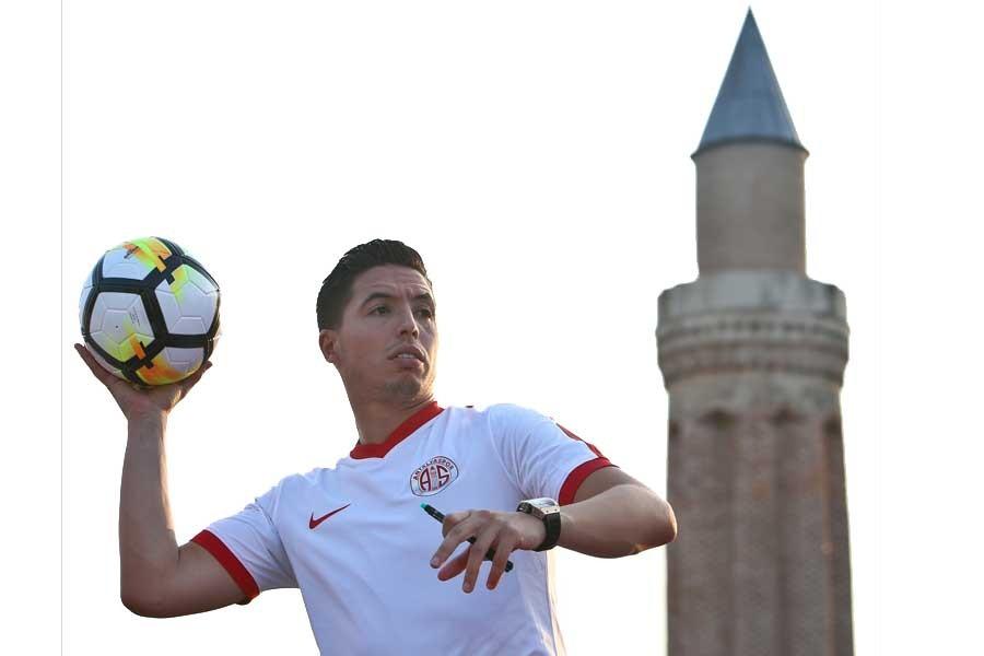 UEFA'dan, eski Antalyasporlu Nasri'ye 6 ay men cezası