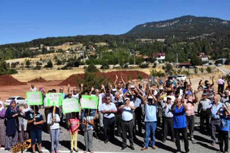 Kaş'ta boksit ocağı protestosu