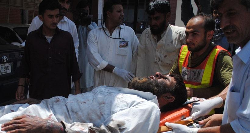 Pakistan'da Şii camiine saldırı: 20'den fazla ölü