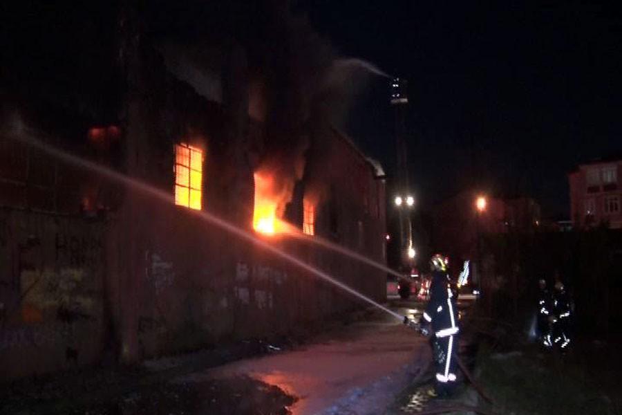 Arnavutköy'de fabrika yangını: Patlamalar meydana geliyor