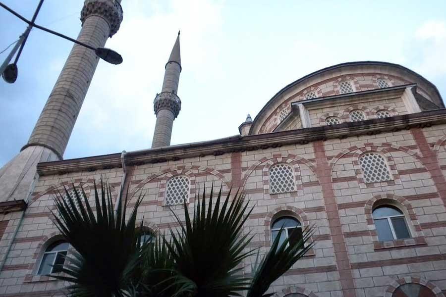 Minareden kafasına hoparlör düşen yurttaş yaralandı