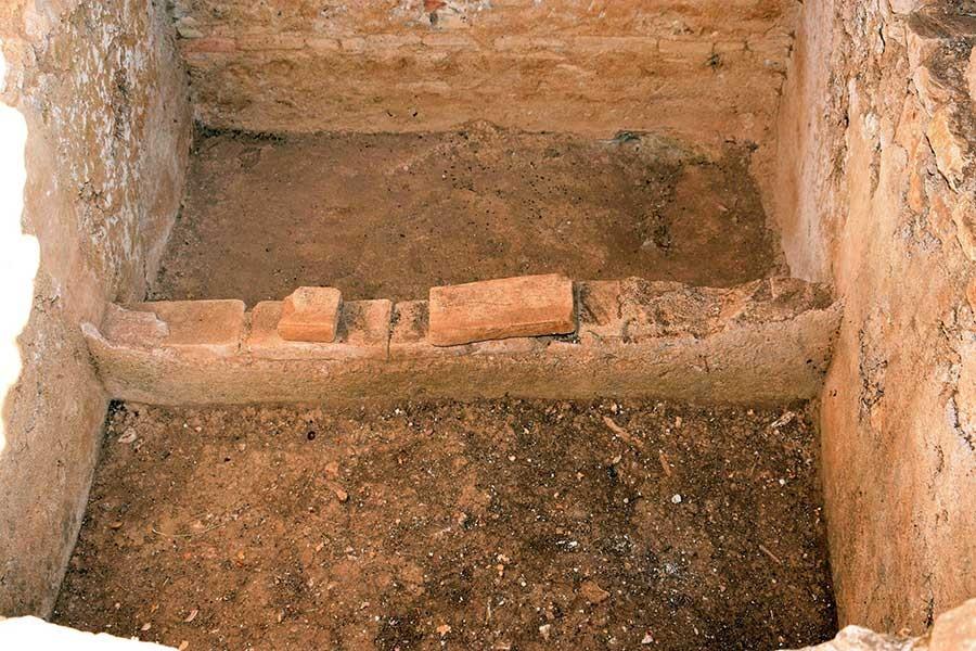 İnsan iskeletlerinin olduğu 2 bin yıllık oda mezar bulundu