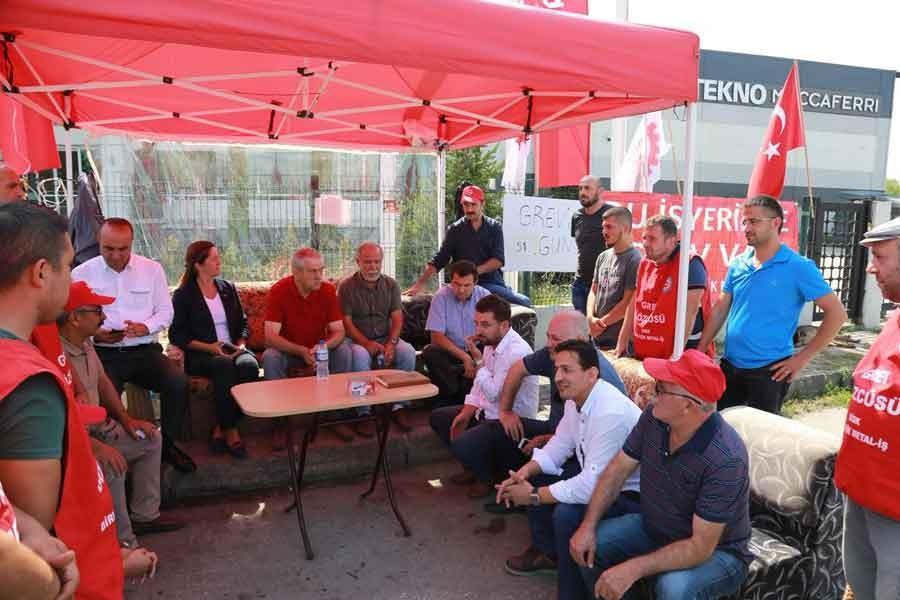 DİSK grevdeki Maccaferri işçilerini ziyaret etti
