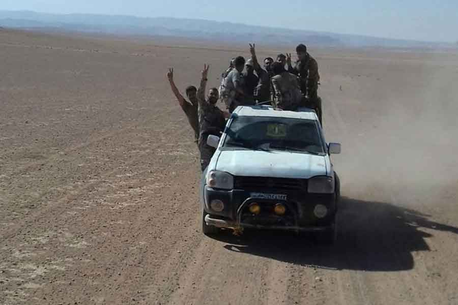 Deyrezzor'da Fırat'ın doğusuna geçen Suriye ordusu ilerliyor