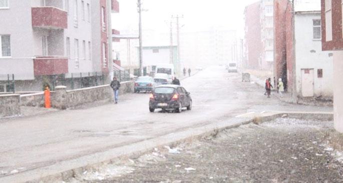 Erzurum'da ilk kar yağışı