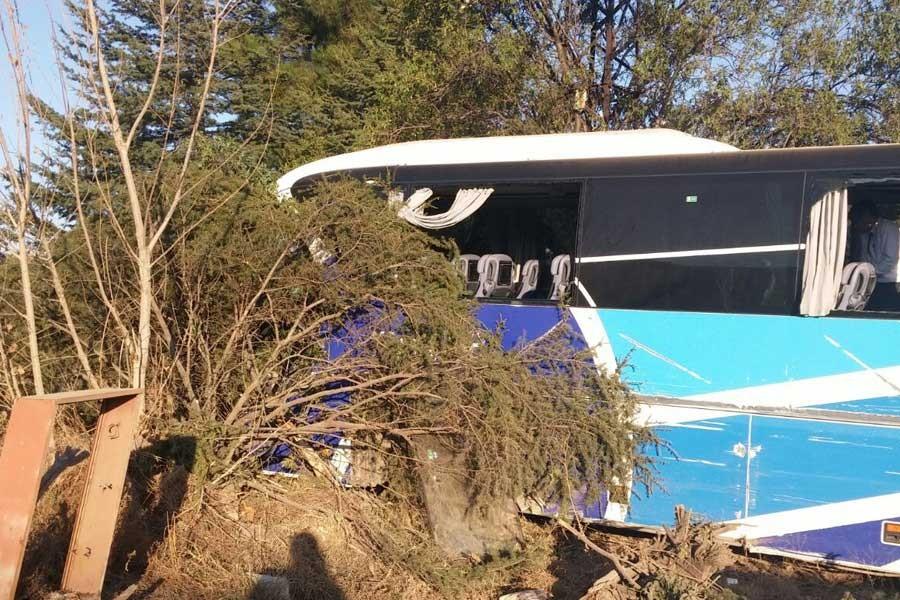 Bucak'ta yolcu otobüsü kazası: 2 yaralı