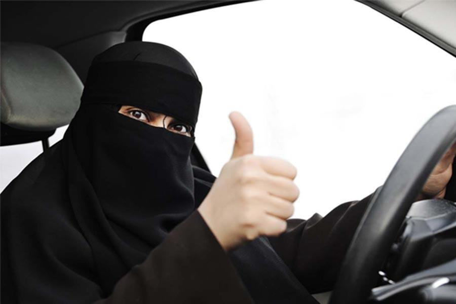 Suudi Arabistan'da kadınların araba sürme yasağı kaldırıldı