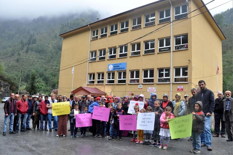 Yomralı velilerden ilkokul sınıflarının kaldırılmasına tepki