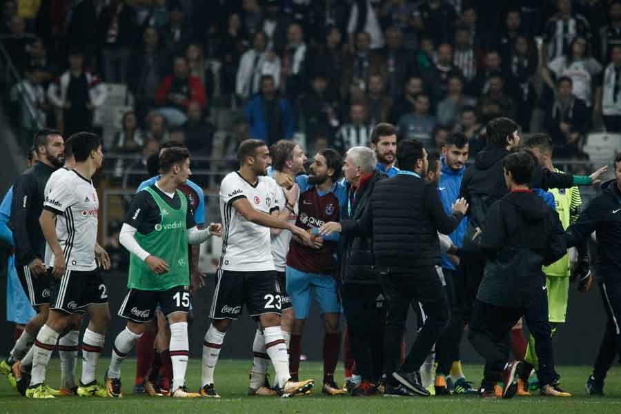 Beşiktaş'ta Talisca-Caner Erkin gerginliği tatlıya bağlandı