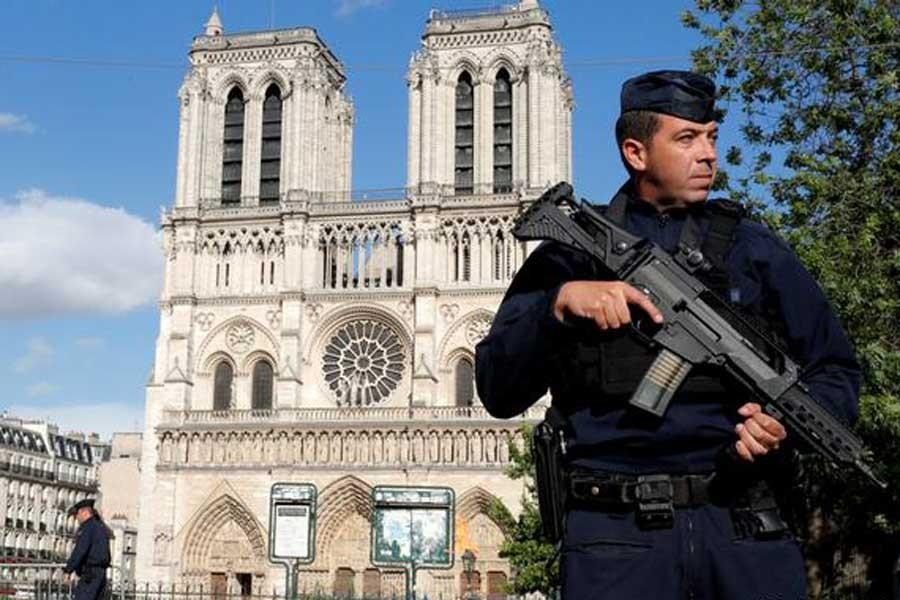 Fransa parlamentosu 'terörle mücadele yasası'nı kabul etti