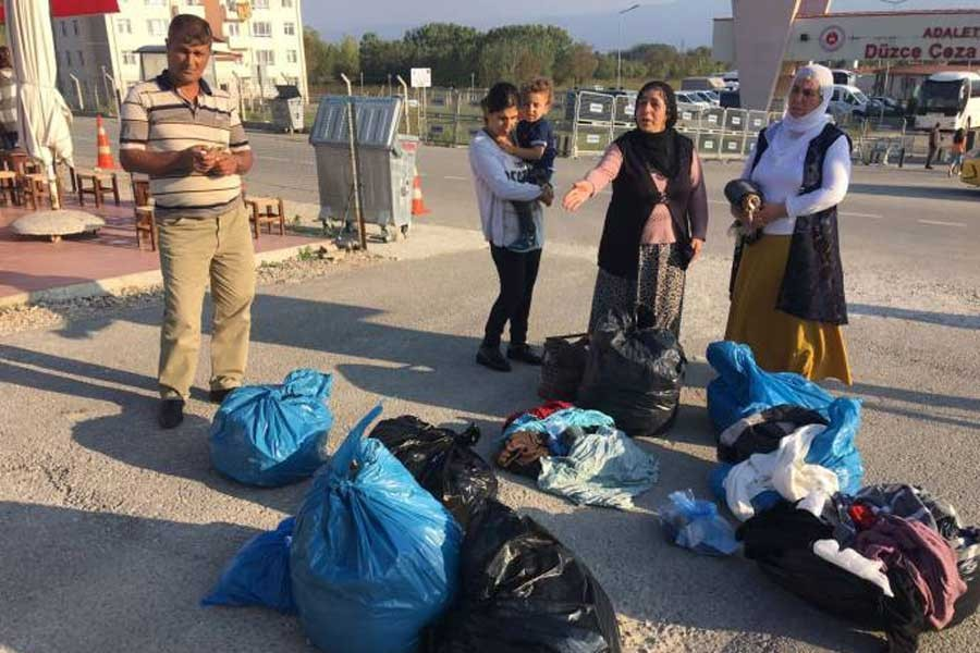 Tutukluların tüm elbiseleri ailelere teslim edildi