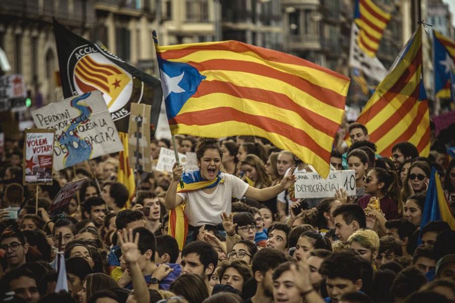 Puigdemont'a 'Katalonya'nın bağımsızlığı ilan et' çağrısı