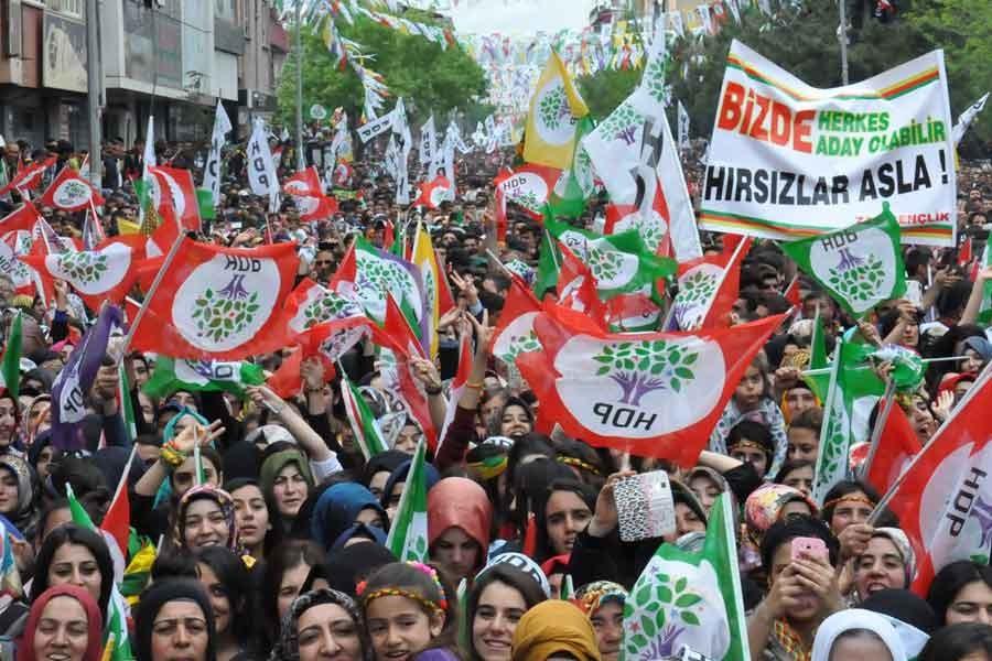 HDP iki dönem şartında rötuşa gidecek mi?