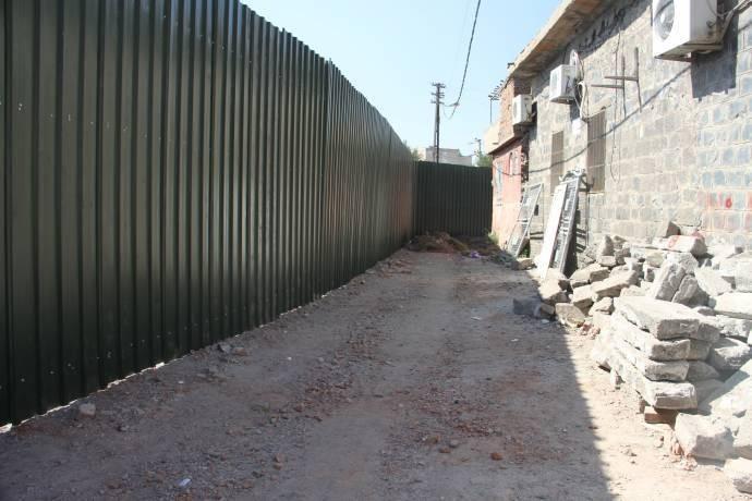 Sur'da yıkım bölgesi demir perdelerle kapatıldı