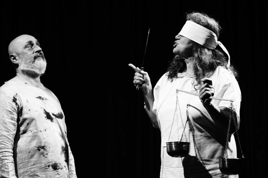 Seyircinin kafasını karıştıran sanatçı: Bilgesu Erenus