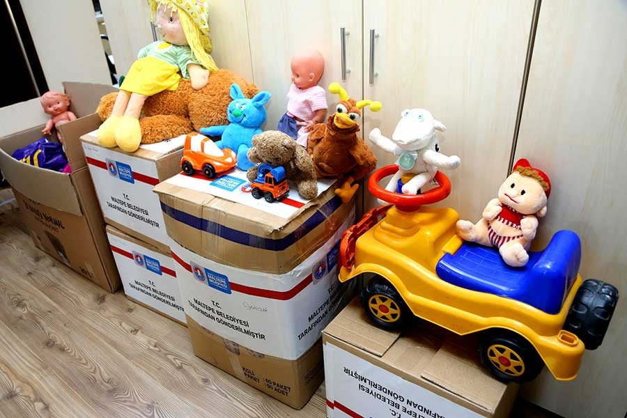 Kumbarada toplanan oyuncaklar köy okullarına gönderiliyor