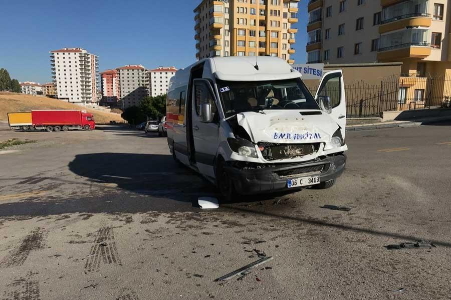Ankara'da öğrenci servisi devrildi 4 öğrenci yaralandı