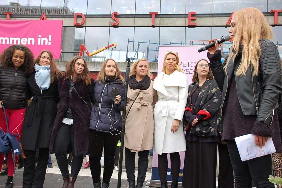 İsveç'in 12 ilinde kadınlar cinsel tacize karşı meydanlarda