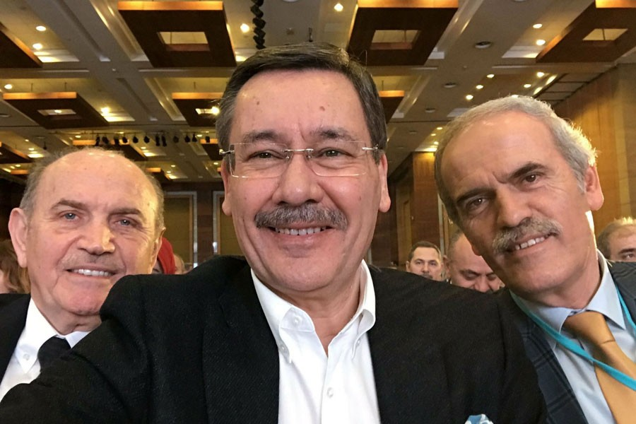 AKP'DE İSTİFA GÜNDEMİ