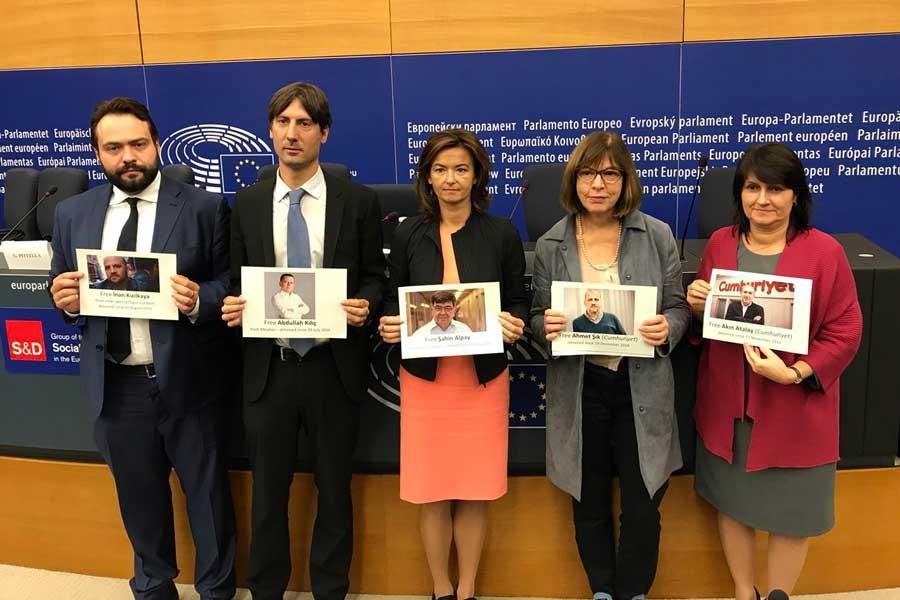 Avrupalı parlamenterlerden tutuklu gazetecilere destek