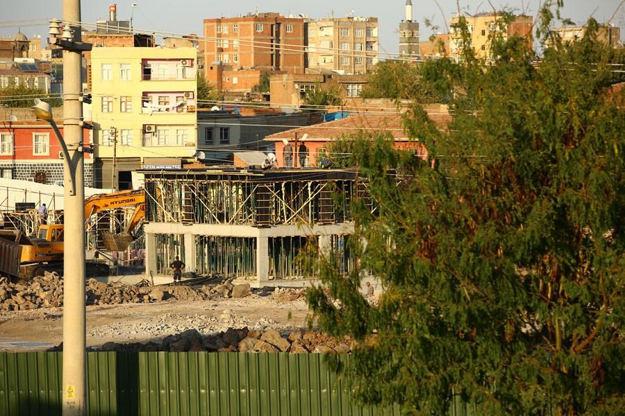 Alipaşa'dayıktırılan evlerin yerine otel yapılıyor