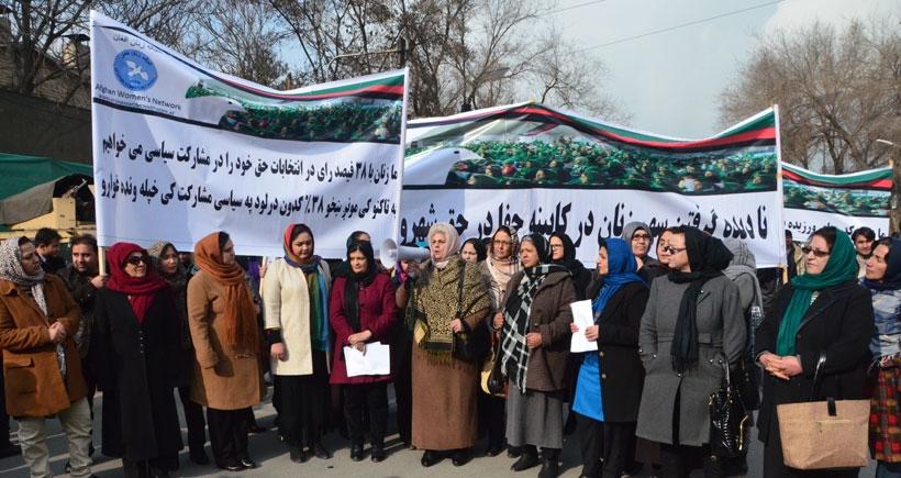 Afganistan'daki kabinede kadın bakan bulunmaması protesto edildi