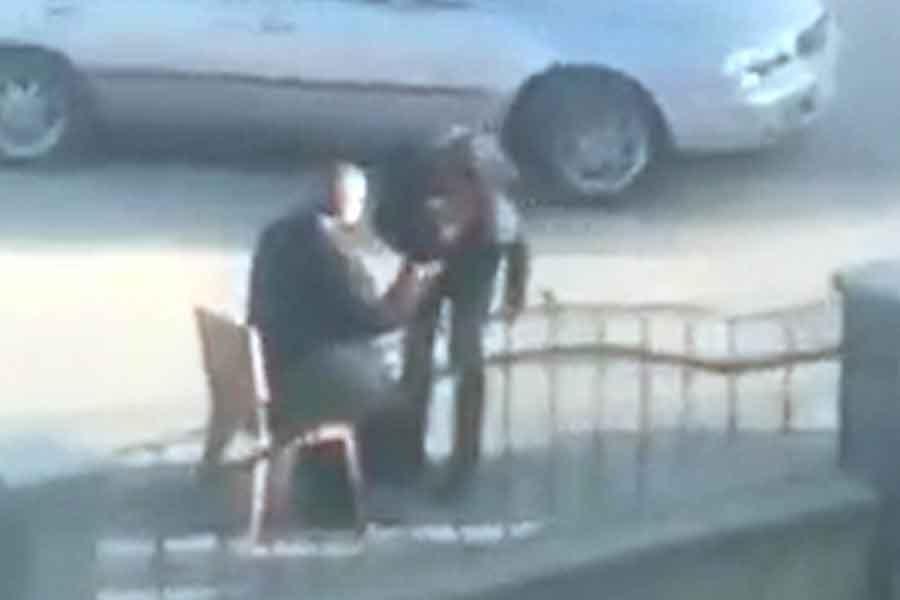 Maraş'ta öğrencilere el öptüren müdüre inceleme