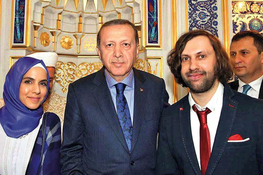 Filmi duyulsun diye İstanbul'da kendini bıçaklatmış