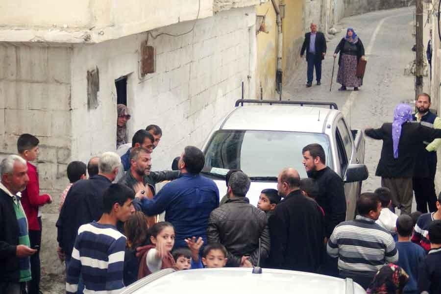 Urfa'da kopan elektrik teli mahallenin tepkisine yol açtı