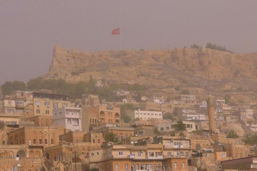 Mardin ve çevre ilçeleri toz bulutu sardı