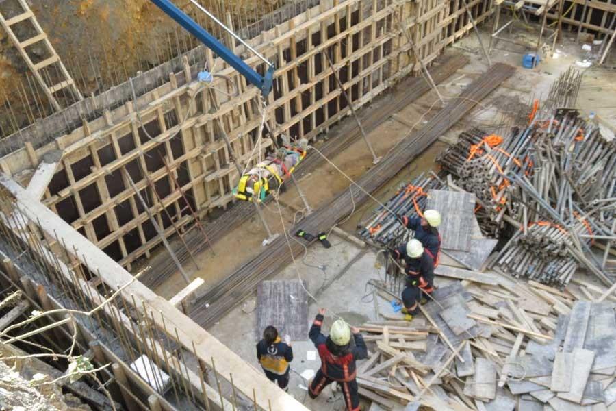 İnşaatta beton mikserinin borusu patladı: 3 işçi yaralı