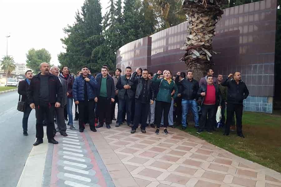 Ege Üniversitesi işçileri, Rektörü protesto etti
