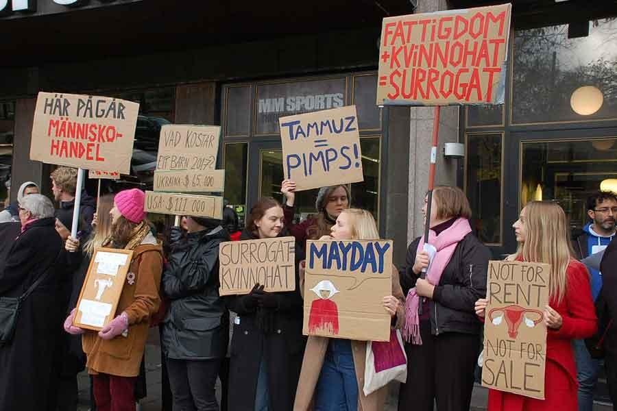 İsveç'te 'vekalet gebelik' tartışması