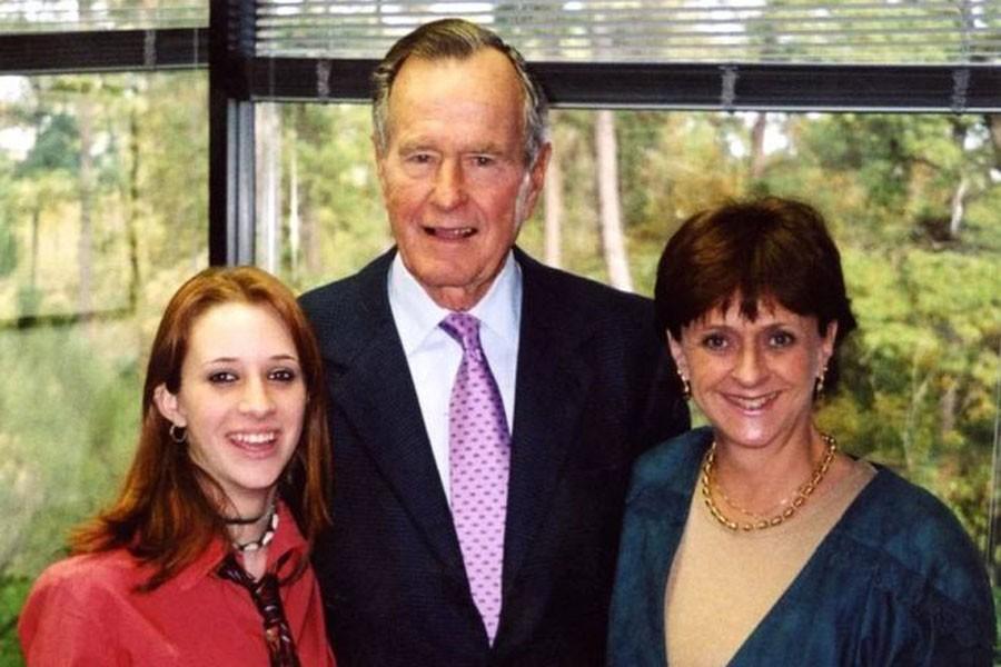 Baba Bush'a cinsel istismar suçlaması