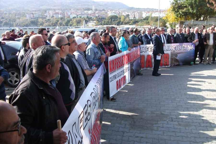 Gerze'de balık çiftlikleri protesto edildi