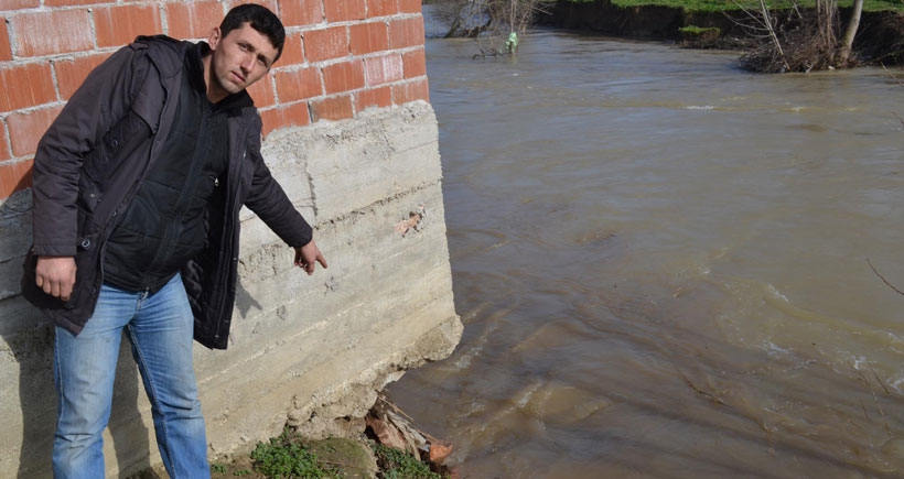 Baraj kapakları açıldı, köyü su bastı