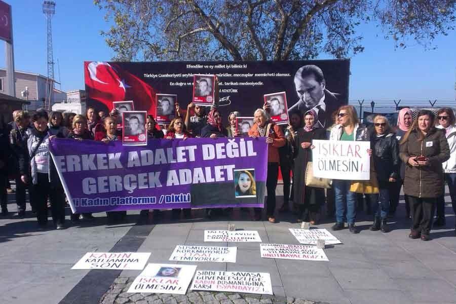 Dikili Kadın Platformu: Kadın katline seyirci kalmayalım