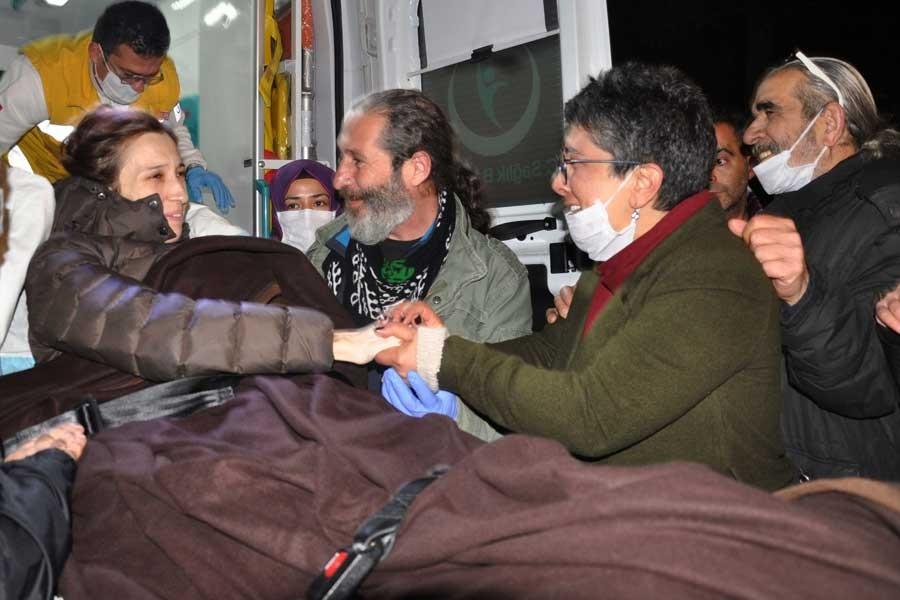 Hunger-strike academic Nuriye Gülmen given conditional release