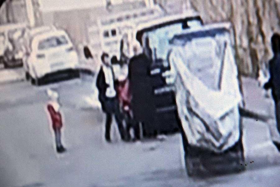 Yol ortasında kadını taciz etti, üstüne bir de silah çekti
