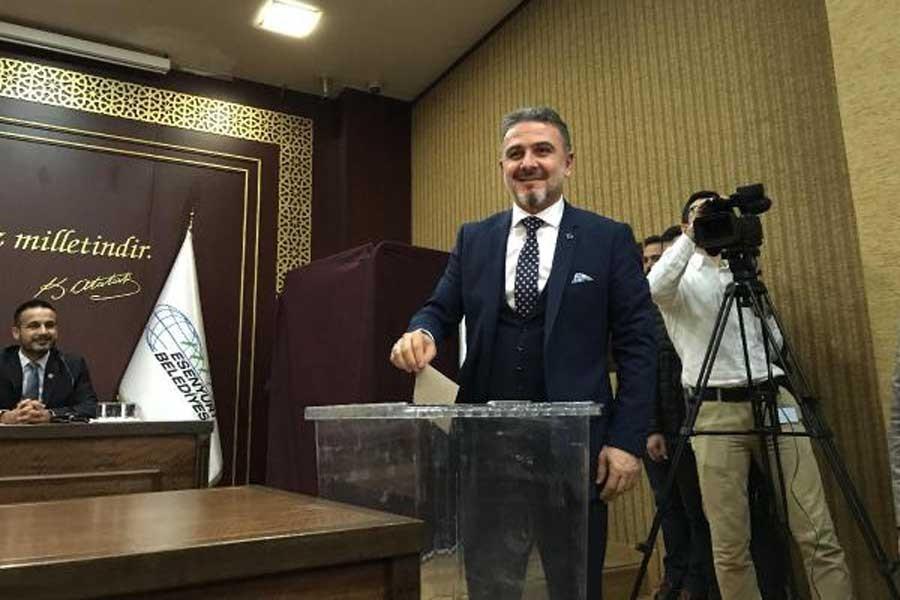 Esenyurt Belediye Başkanı'na tepki gösteren şahıs gözaltına alındı