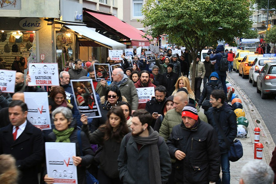 Dışarıdaki Gazetecilerden tüm tutuklu gazeteciler için eylem
