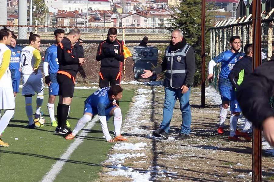 Amatör kümede taraftarlarla futbolcular arasında gerginlik