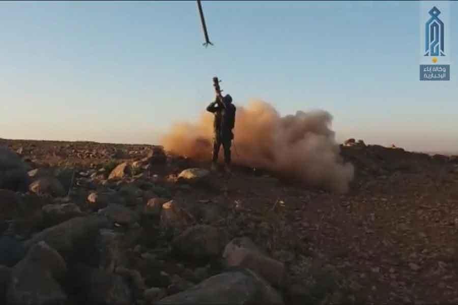 Suriye'de cihatçılar orduya ait savaş uçağını düşürdü
