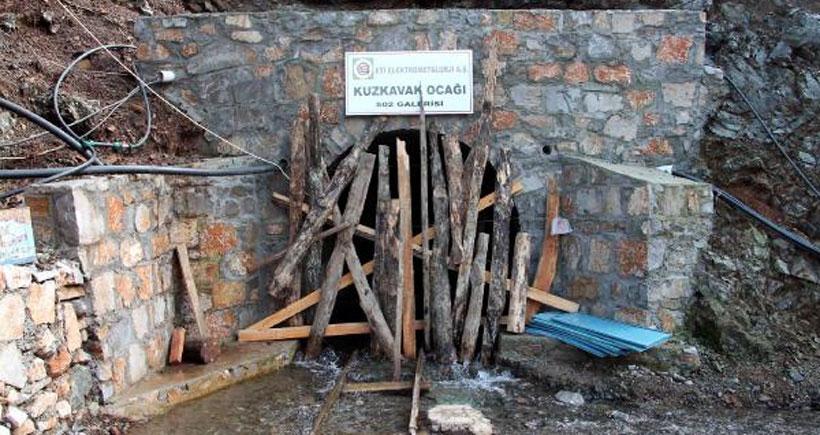 Üzerine kaya parçası düşen maden işçisi öldü
