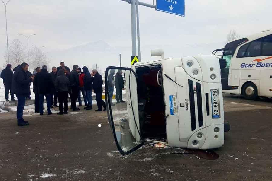 Konya'da öğrenci servisi ile otobüs çarpıştı: 18 yaralı