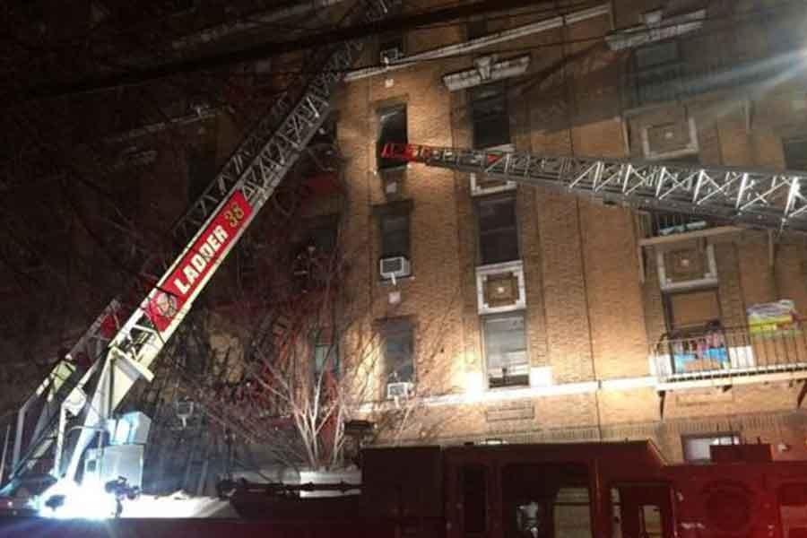 New York'taki yangında en az 12 kişi yaşamını yitirdi