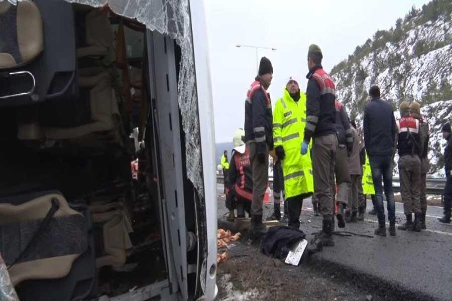 Ankara'da otobüs devrildi: 2 ölü 21 yaralı
