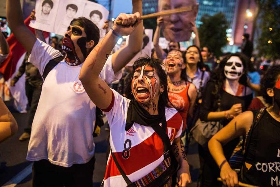 Peru'da diktatöre af isyanı sürüyor: Başkan istifa etmeli