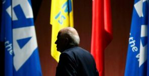 Sepp Blatter yolsuzlukların gölgesinde yeniden başkan